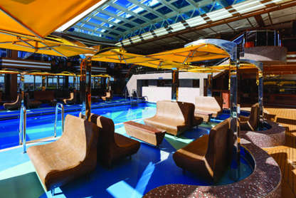 Imagen de la Piscina con techo retráctil del barco Costa Diadema