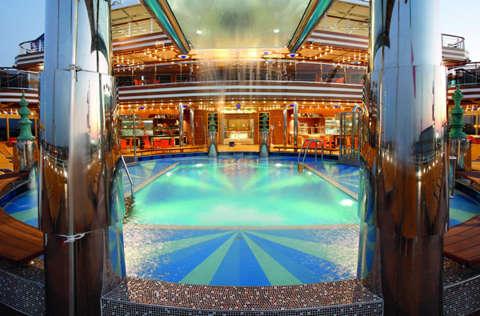 Imagen de la Piscina del barco Costa Diadema