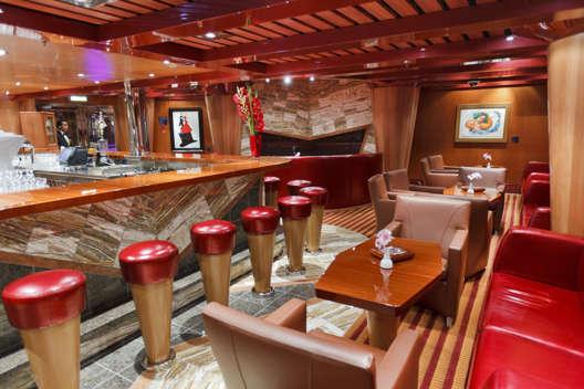 Imagen de la Sala de Fumadores del barco Costa Favolosa