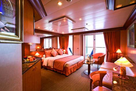 Imagen de una Suite del Barco Costa Mediterranea