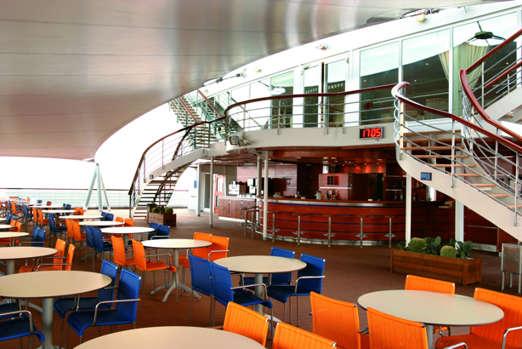 Imagen del Bar Terrace del barco Costa Victoria