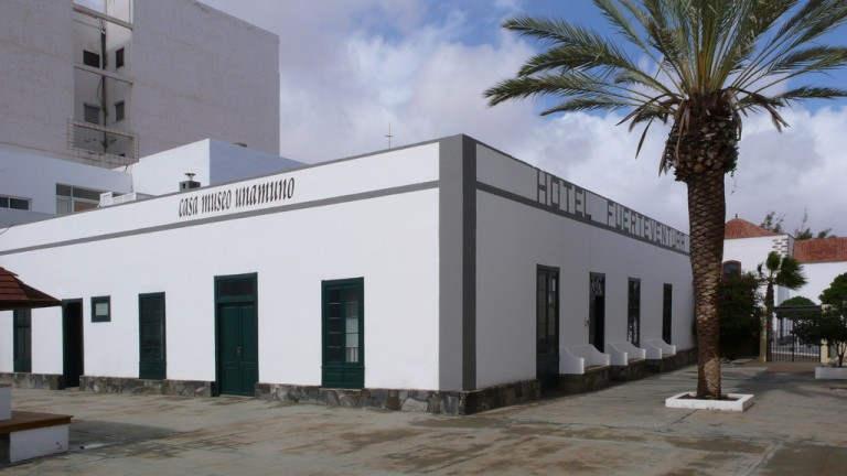 10 choses que vous ne connaissiez pas sur Fuerteventura Vue de l'ancien Hotel Fuerteventura, dans le Port du Rosario, qui accueille aujourd'hui la Maison-Musée Unamuno.
