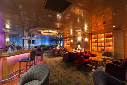 Imagen del Piano Bar Hames del barco Zenith de Croisieres de France