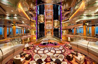 Imagen de la Recepción del barco Rhapsody of the Seas