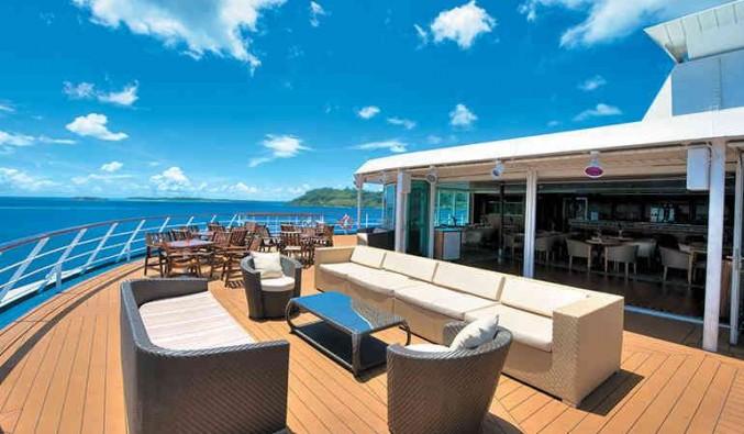 Imagen de un Bar del barco Paul Gauguin