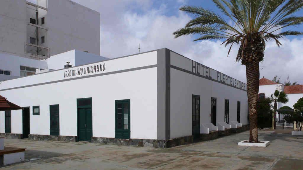 Vue de l'ancien Hôtel Fuerteventura, dans le Port du Rosario, qui accueille aujourd'hui la Maison-Musée Unamuno.