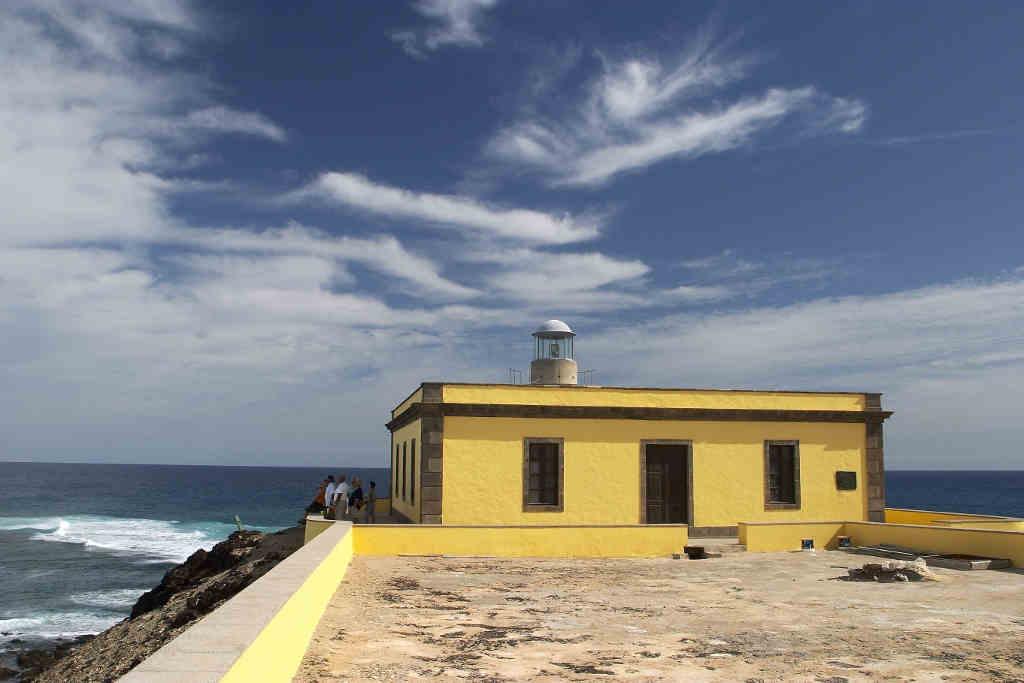 Vue du Phare Martiño, l'un des lieux les plus spéciaux à visiter si vous faites une escale de croisière dans le port de Corralejo.