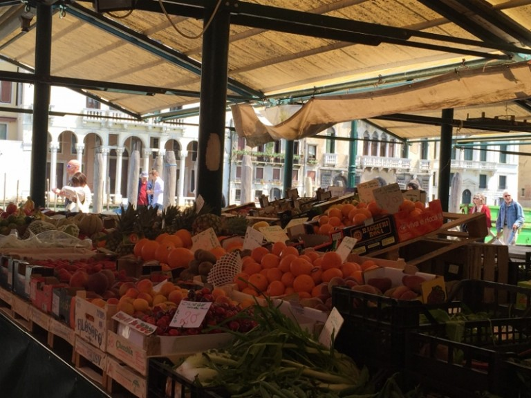 escale de croisière à Venise marché
