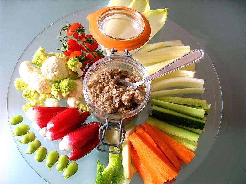 les 7 plats typiques de la cote d'azur. anchoiade