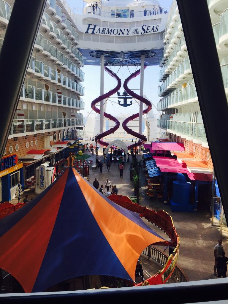 Cómo es el barco de cruceros más grande del mundo Ultimate Abyss. Aspectos diferenciales y exclusivos de la naviera Royal Caribbean