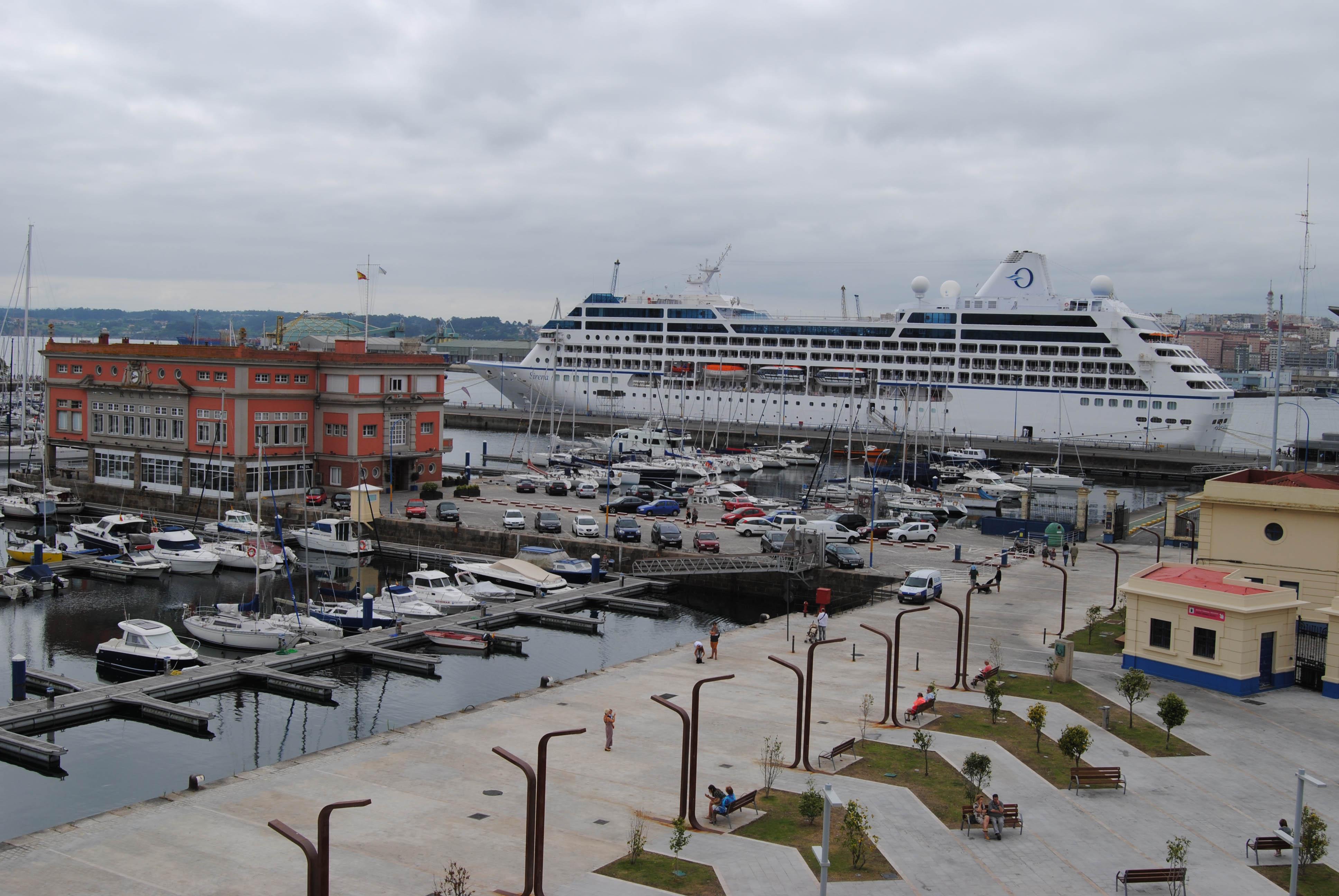 90 escalas de cruceros en A Coruña en 2018. Turismo náutico en A Coruña. Crucero Sirena de Oceania Cruises escala inaugural en el Puerto de A Coruña