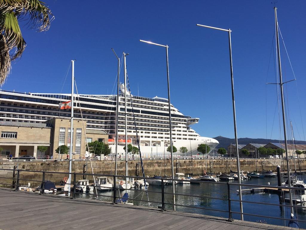 Escala inaugural en el puerto de vigo del msc preziosa de - Puerto de vigo cruceros ...