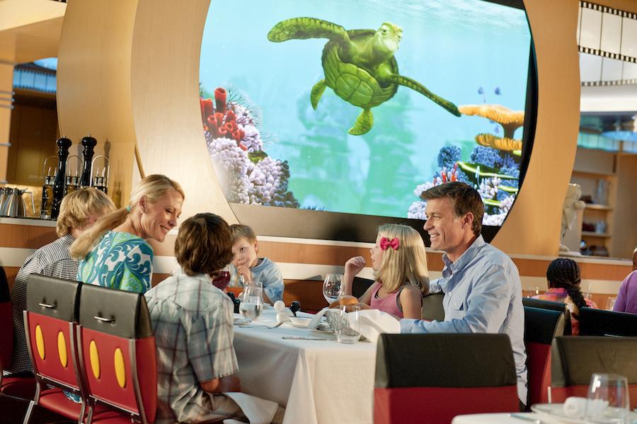 Los restaurantes de los barcos Disney son un auténtico lugar de diversión para disfrutar de los platos más deliciosos. Foto Disney