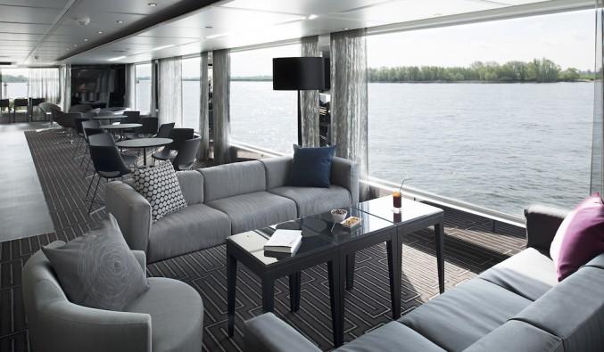 crucero-fluvial-emerald-terraza-bar-lounge