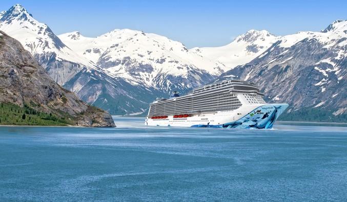 crucero-norwegian-bliss-norwegian-cruise-line-vista-exterior-montaña-min